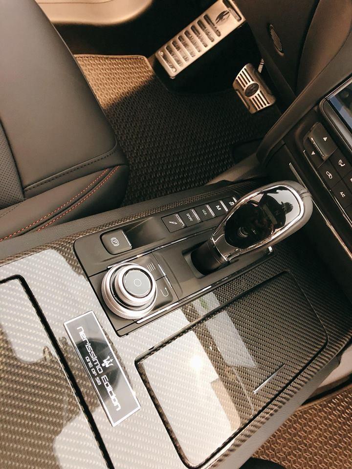 Khối động cơ này kết hợp cùng hộp số tự động ZF 8 cấp, nhờ đó, Maserati Quattroporte GTS Gransport Nerissimo Edition chỉ mất khoảng thời gian4,7 giây để tăng tốc lên 100 km/h từ vị trí xuất phát trước khi đạttốc độ tối đa 310 km/h.