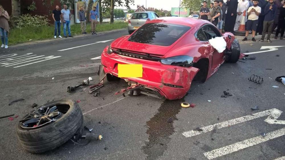 Chiếc Porsche 718 Cayman GTS bị rụng bánh sau bên phải