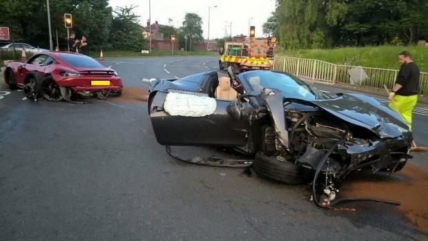 Hiện trường vụ tai nạn giữa Ferrari 458 Spider và Porsche 718 Cayman GTS