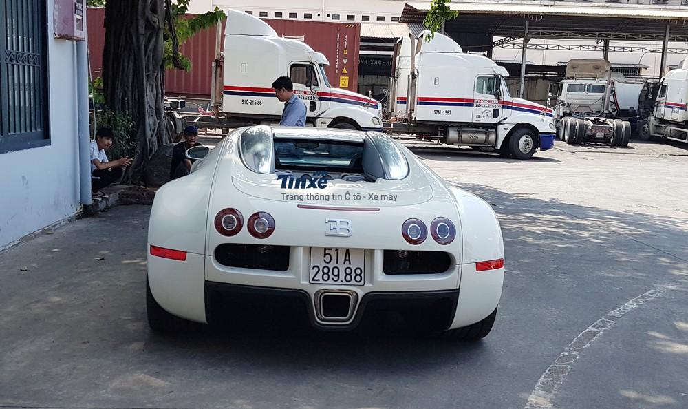 Đến tháng 9/2016, Minh Nhựa bất ngờ rao bán dàn siêu xe khủng trên nhằmthay máu garage của mình. Sauđó, doanh nhân 8X mua cặp siêu xe Lamborghini Aventador LP750-4 SV và McLaren 650S Spider có ngoại thấtđồng màu.Đáng nể nhất là 1 ngày sauđó, Minh Nhựa kheo video khui công thần gió Pagani Huayra có giá bán 78 tỷĐồng. Hiện Minh Nhựađã bán chiếc McLaren 650S Spider màu xanh dương.