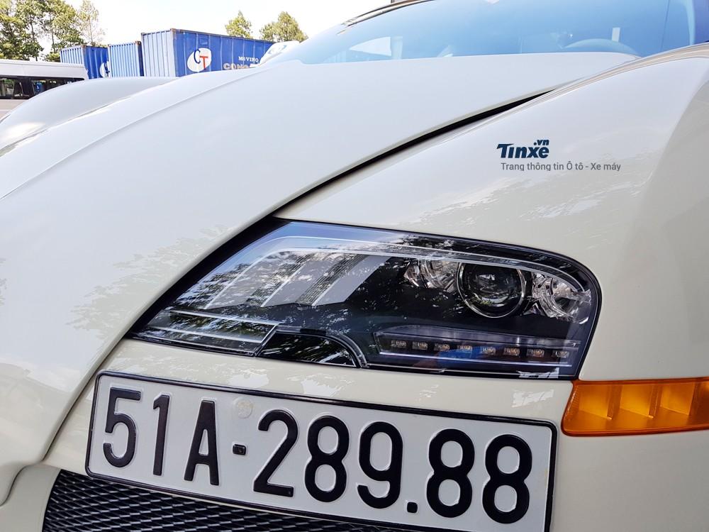 Khôngchỉ thayđổi màu sơn của ngoại thất, một chi tiết khác trên ông hoàng tốcđộđộc nhất Việt Nam cũngđược thay thế chính là đôi mắt của phiên bản Super Sport thể thao.Đèn pha mới sự dụng bóng LED và có thiết kếđẹp mắt hơn so vớiđèn zin của Bugatti Veyron lúc mới về nước.