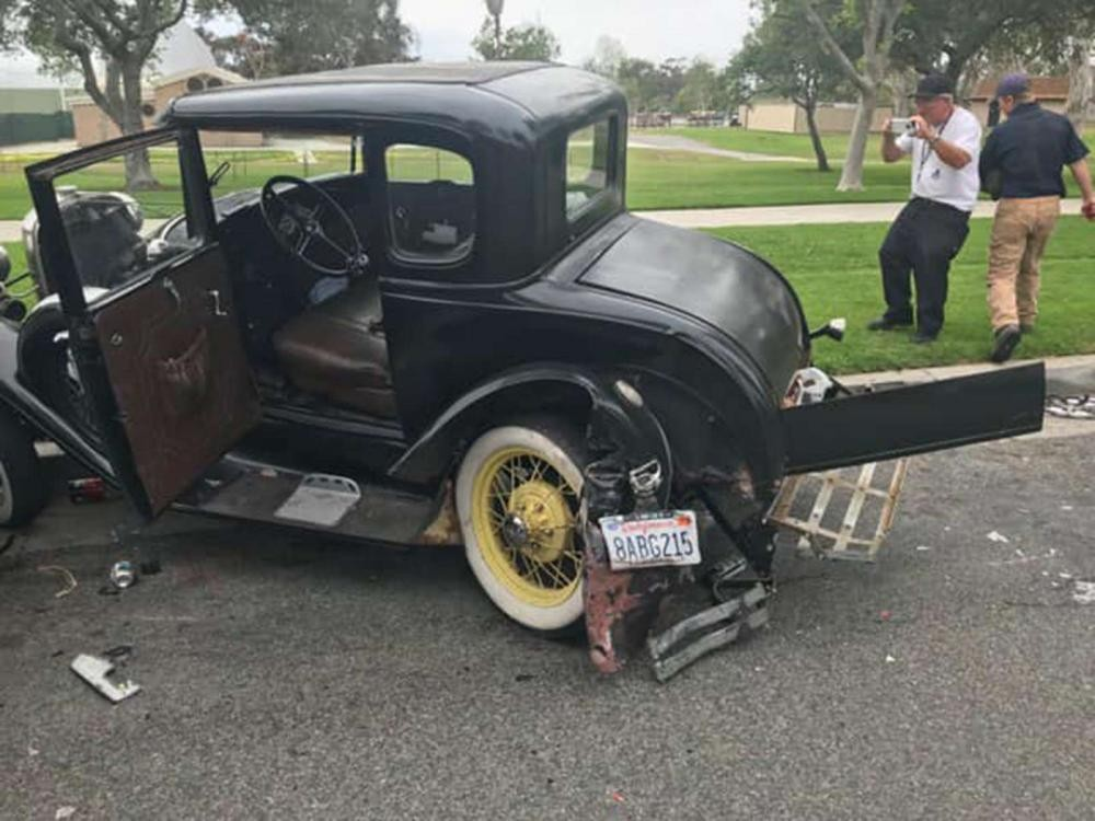 Chiếc Ford Model A bị hỏng nặng sau tai nạn