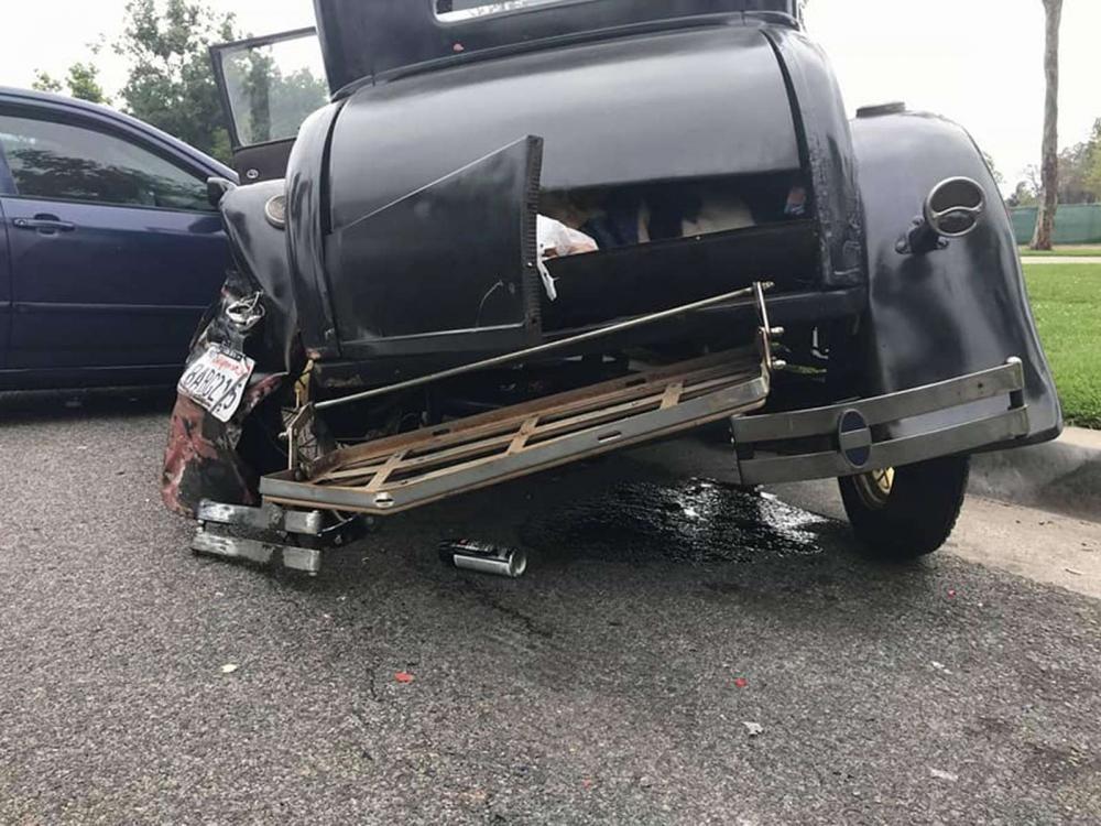 Chiếc Ford Model A mới được phục chế xong thì gặp tai nạn