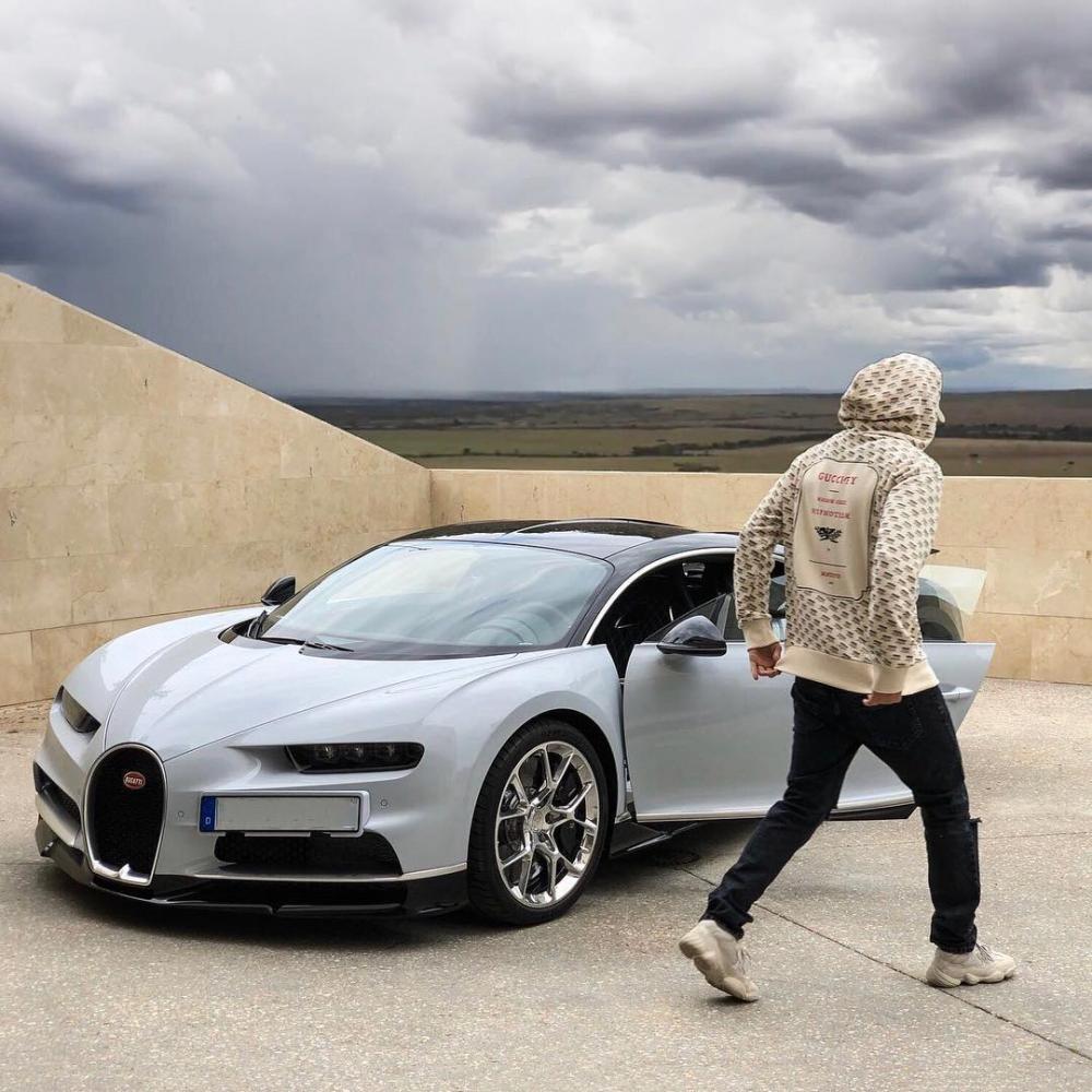 Karim Benzema úp mở việc tậu siêu xe triệu USD Bugatti Chiron.