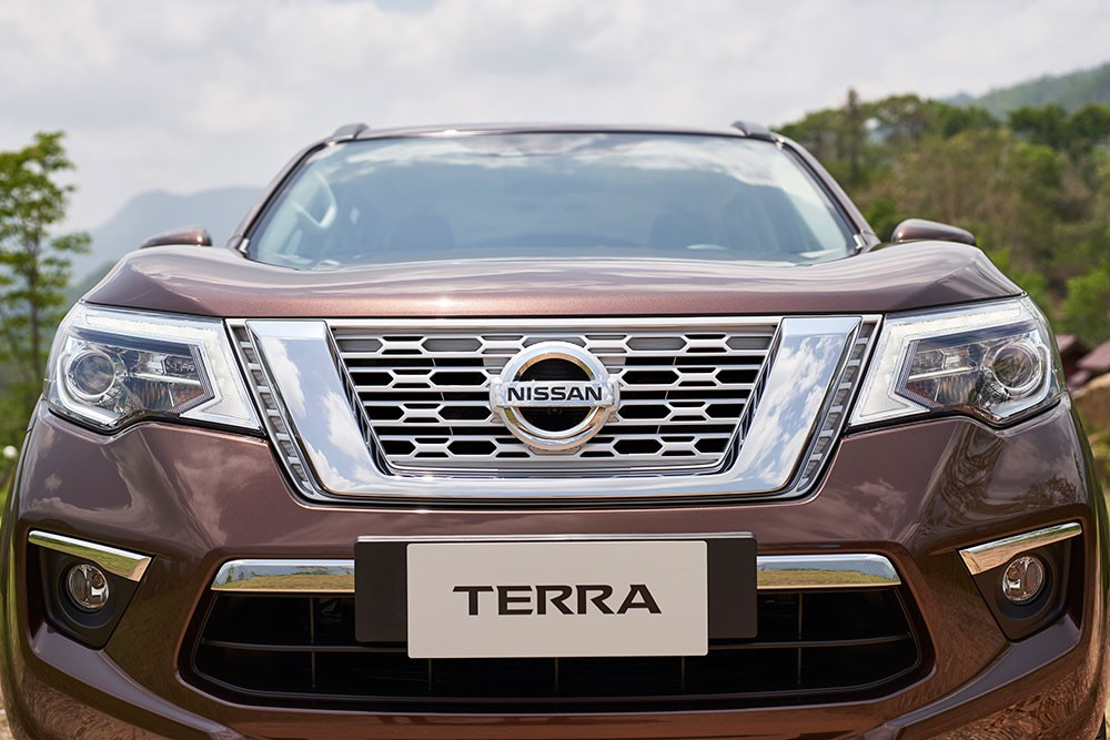 Cận cảnh thiết kế đầu xe của Nissan Terra 2018
