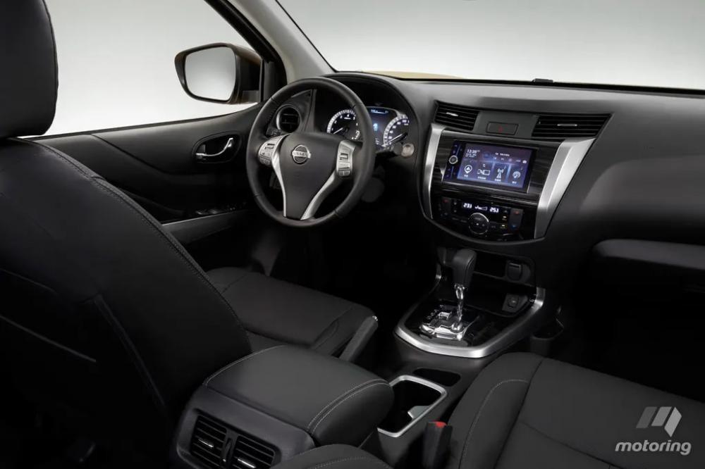 Nội thất bên trong Nissan Terra 2018