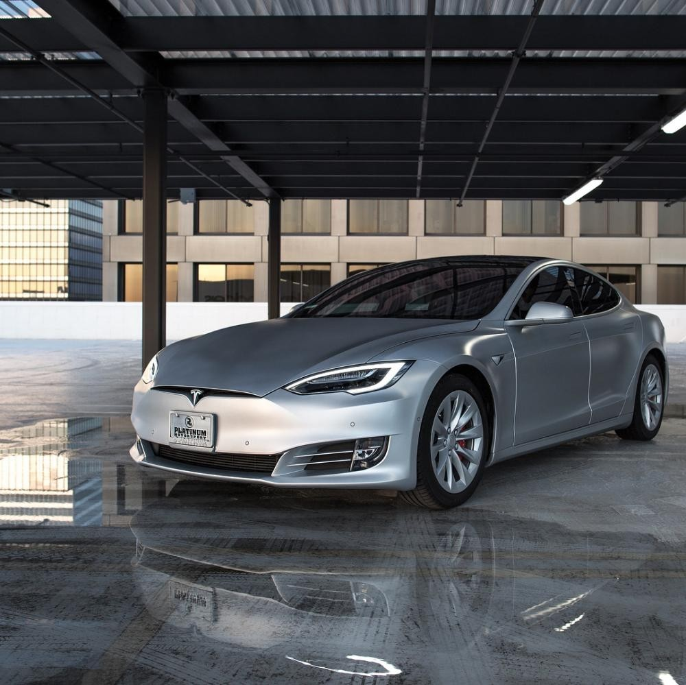 Vợ chồng cô Kim siêu vòng ba là bạn với ông Elon Musk - CEO của hãng Tesla