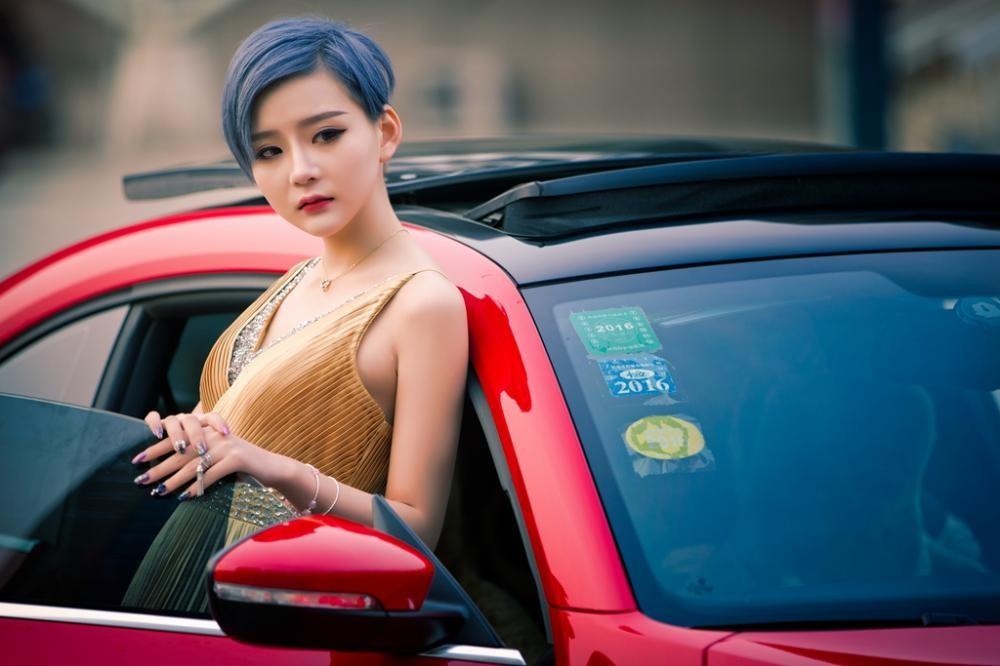 Ngắm hot girl A Chước tạo dáng thiết tha, xinh như tiên nữ bên Volkswagen Beetle - 2