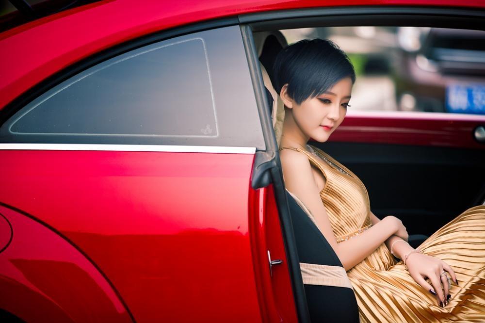 Ngắm hot girl A Chước tạo dáng thiết tha, xinh như tiên nữ bên Volkswagen Beetle - 5