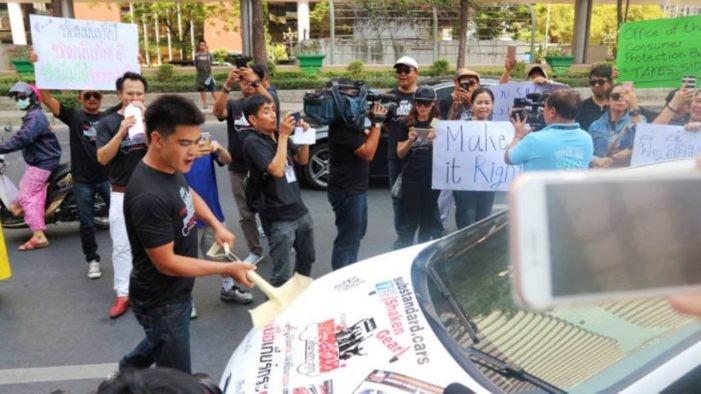 Khách hàng biểu tình phản đối Ford Thái Lan