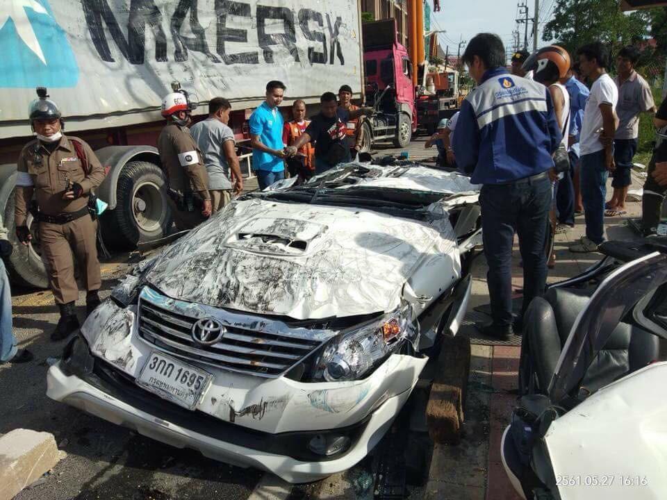 Chiếc Toyota Fortuner dẹp lép sau vụ tai nạn