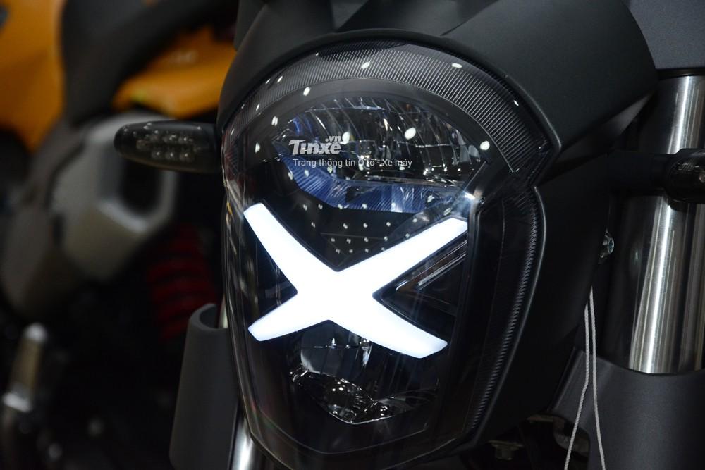So với thể hệđầu tiên, GPX Demon X có sự khác biệt dễ nhận ra nhất chính là chữ X phía trướcđầu xeđảm nhận nhiệm vụ dảiđèn LED chiếu sáng ban ngày cho xe.