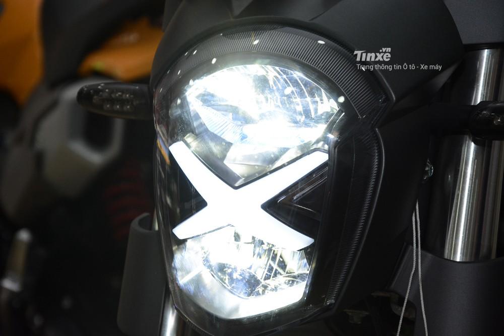 Đôi mắtcủa GPX Demon X được chia thành 2 tầng và tất cả 2 bóng nàyđều sử dụngđèn LED.