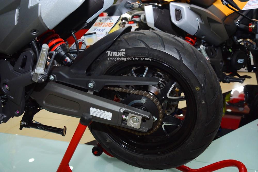 GPX Demon X trang bị 5 chấu kép cókích thước 12 inch đi kèm làlốp củaIRC với kích thước 120/70 cho bánh trước và lốp phía sau có kích thước 130/70.