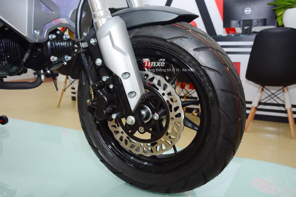 Để kìm hãm khốiđộng cơ, hãng xe máy Thái Lan trang bị cho GPX Demon X thắngđĩađơn cho cả 2 bánh đi kèm kẹp phanh một piston.