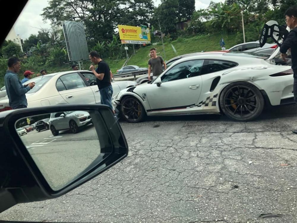 Thiệt hại dành cho chiếc Porsche 911 GT3 RS khá nghiêm trọng