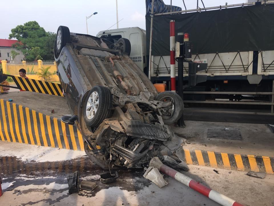 Người lái chiếc Kia K3 bị thương nặng sau vụ tai nạn