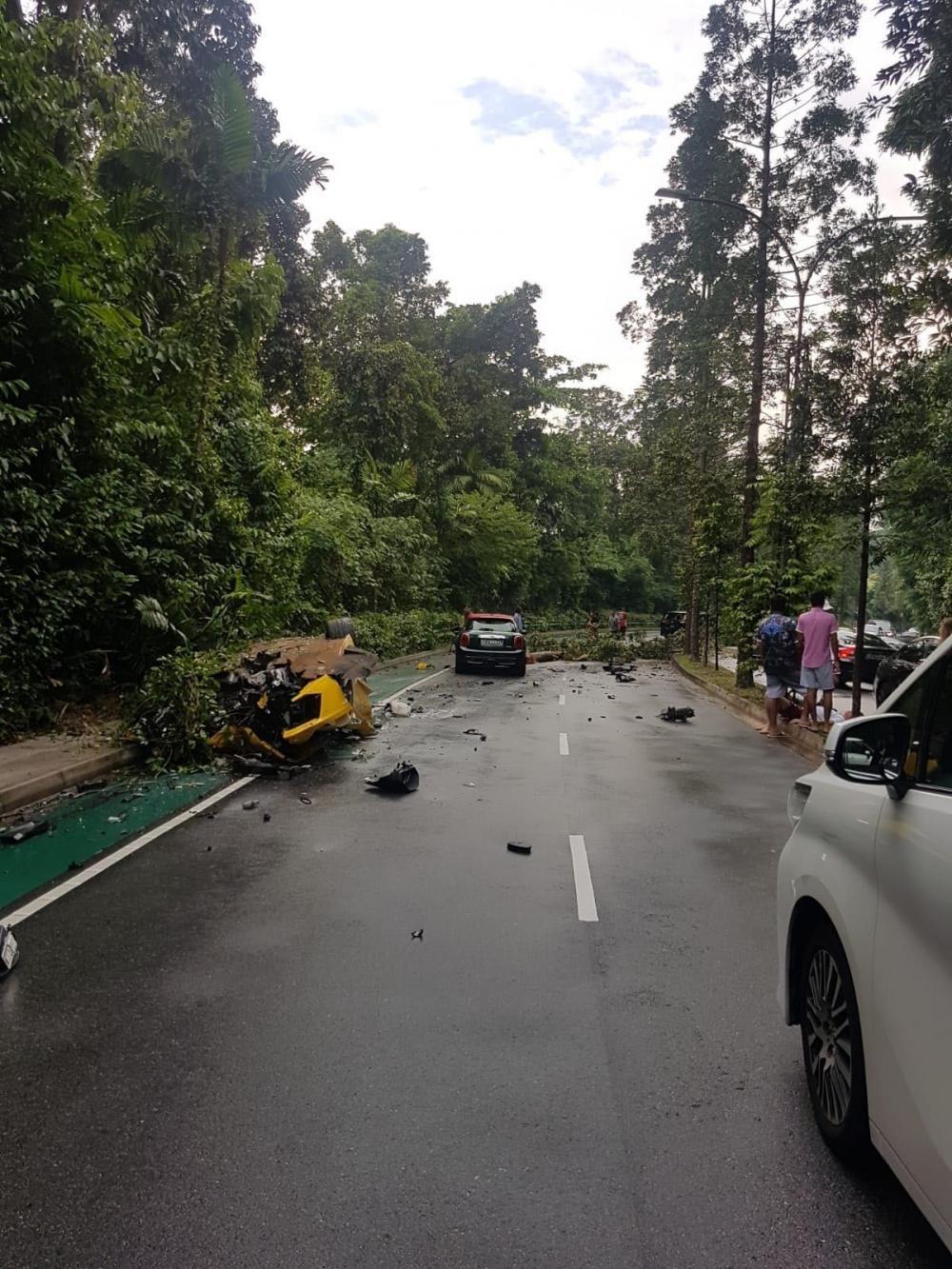 3 chiếc xe tại hiện trường vụ tai nạn