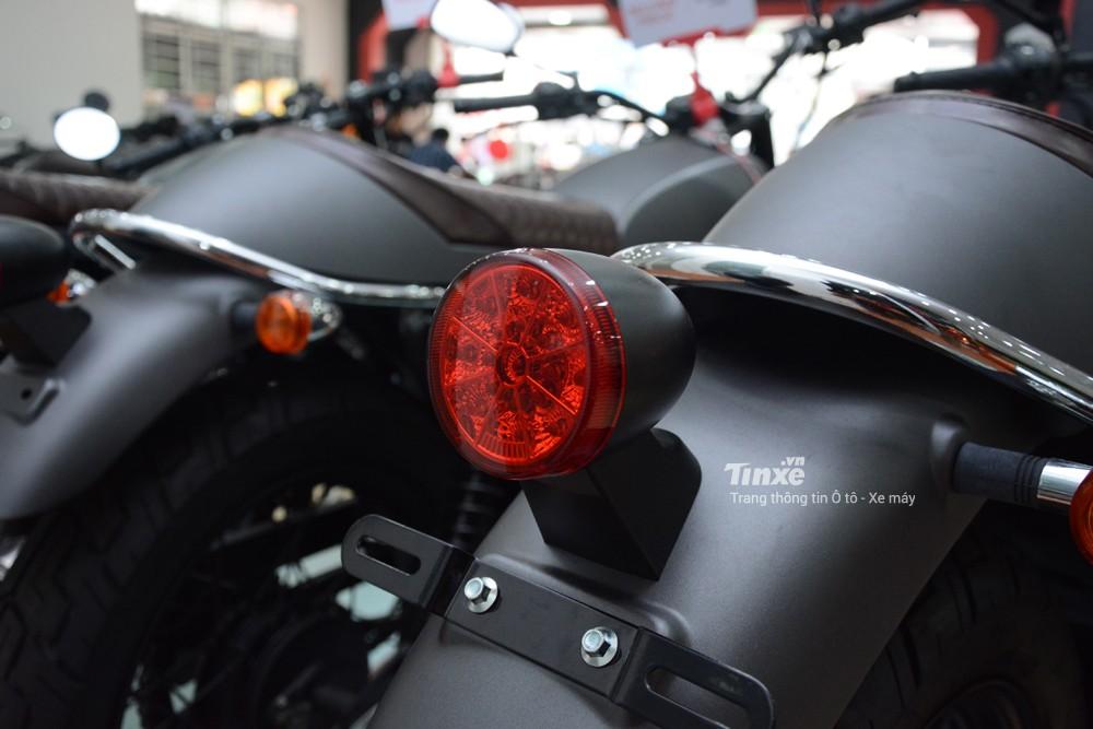 Đèn hậu của xe sử dụng bóng LED.