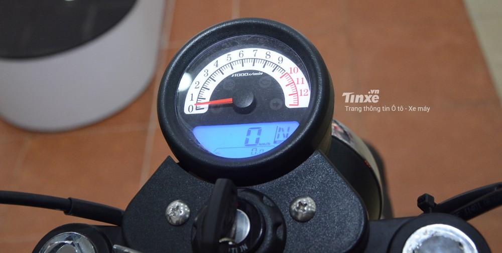 Đồng hồ củaGPX Legend 150S thiết kế dạng tròn cổ điển