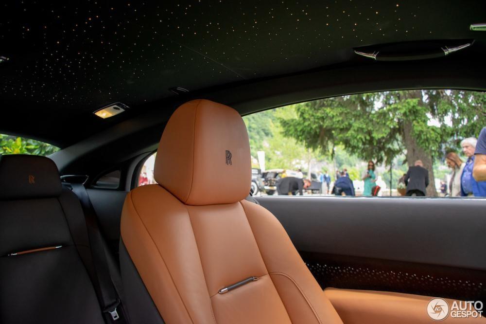 Trần xe bầu trời sao đổi ngôi đặc biệt của Rolls-Royce Wraith Luminary Collection