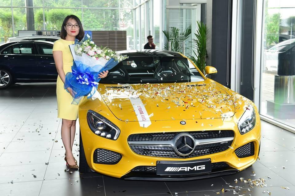 Sau 3 năm xuất hiện tại Việt Nam, siêu xe Mercesdes-AMG GT S màu vàng đã tìm thấy chủ nhân