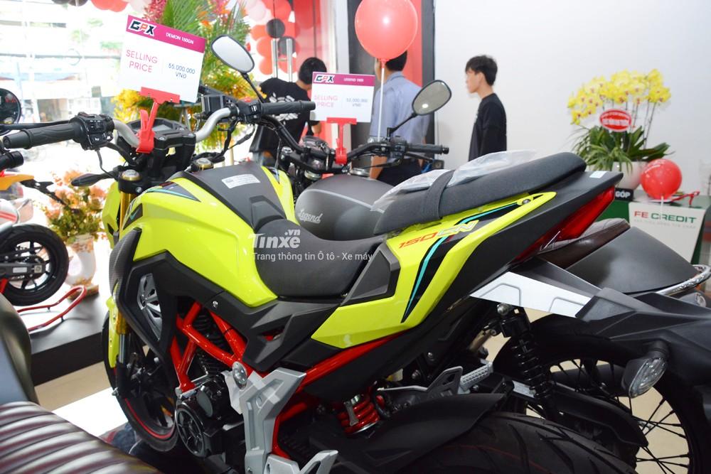 GPX Demon 150GNsẽđược hãngxe máy đến từ Thái Lan phân phối chínhhãngtạiViệtNamvới 4 màu sắc chính làtrắng,đỏ, đen và đặcbiệtlàmàuxanh lá nổibật.