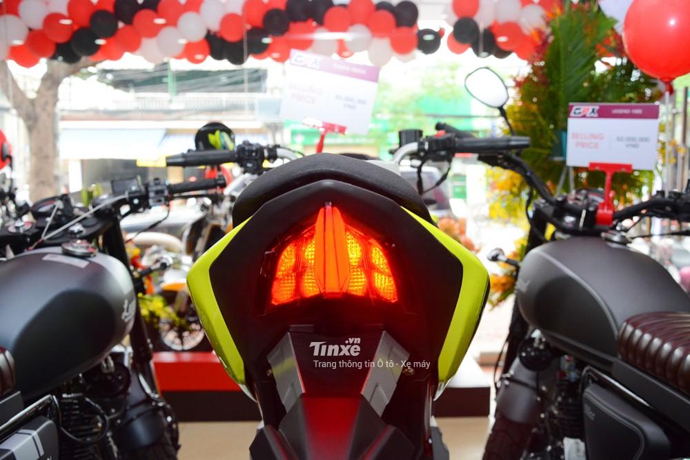 Trong khiđó,đèn hậu của chiếcnaked bike 150 phân khối Thái Lan sử dụng bóngLED.