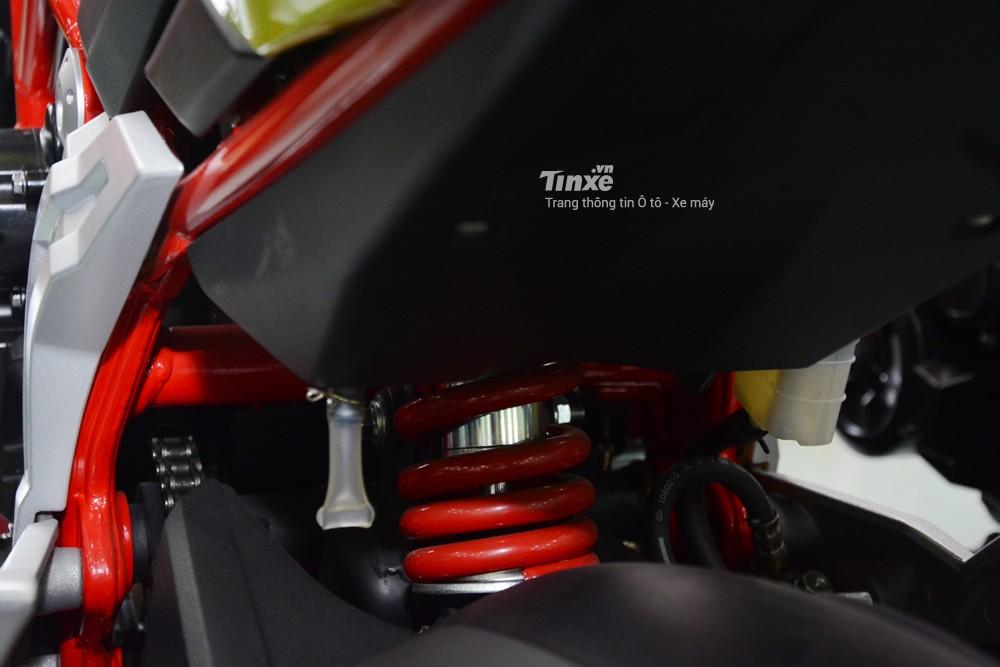 Hệ thống giảm xócđơn phía sau với lò xo phuộc sơnđỏ tông xuyệt tông khung xe
