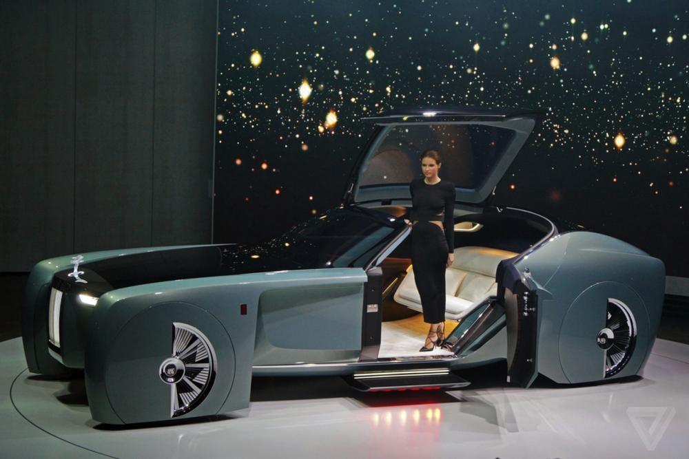 Mẫu xe concept Rolls-Royce 103EX ra mắt năm 2016 mang tới cái nhìn trước về một phương tiện siêu sang trong tương lai