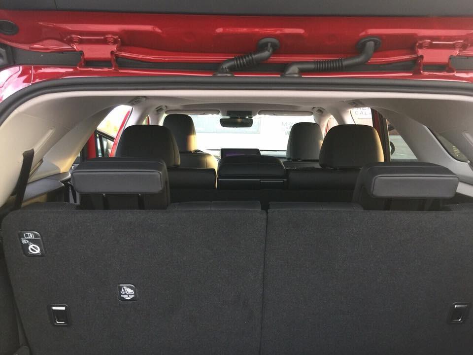 Việc có mặt thêm hàng ghế thứ 3 của Lexus RX350L 2018 chắc chắn sẽ mangđến sự tiện lợi hơn cho các giađìnhđông người,đổi lại, khoang hành lý củamẫu crossover hạng sang 7 chỗngồisẽcódung tíchnhỏhơnso vớibảntiêuchuẩn