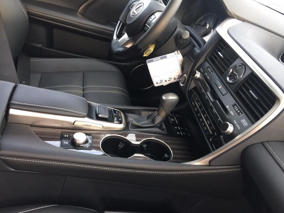 Lexus RX350L trang bị động cơ V6, dung tích 3.5 lít, sản sinhcông suất tối đa390 mã lực