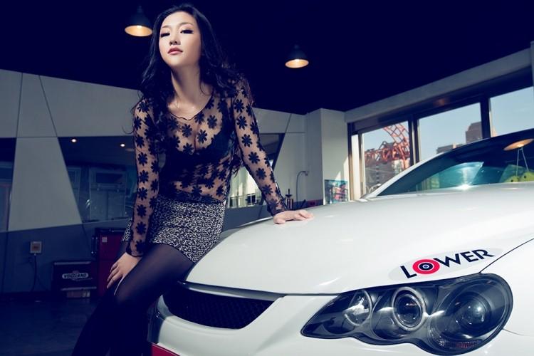 Ngắm nữ diễn viên Nhậm Thiêm Kỳ khoe dáng gợi cảm bên Toyota Mark X - 4