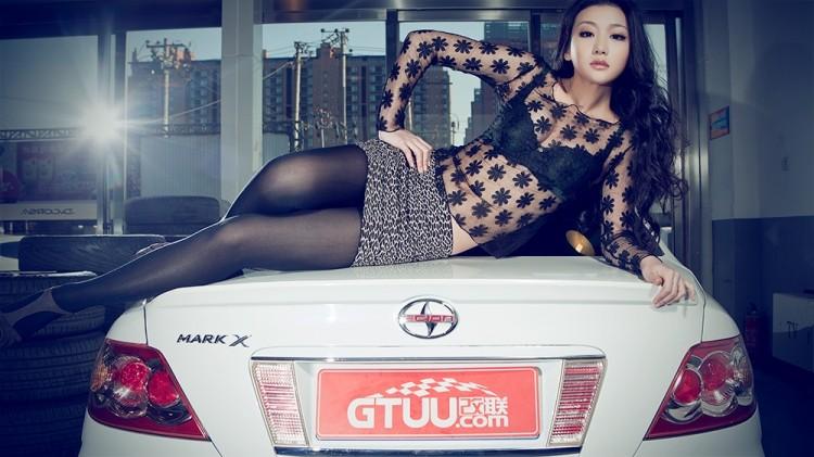 Ngắm nữ diễn viên Nhậm Thiêm Kỳ khoe dáng gợi cảm bên Toyota Mark X - 8