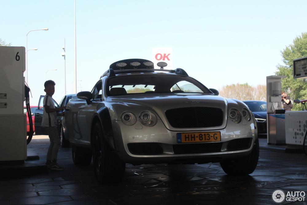 Chiếc Bentley Continental GT độ theo phong cách off-road xuất hiện tại một cây xăng