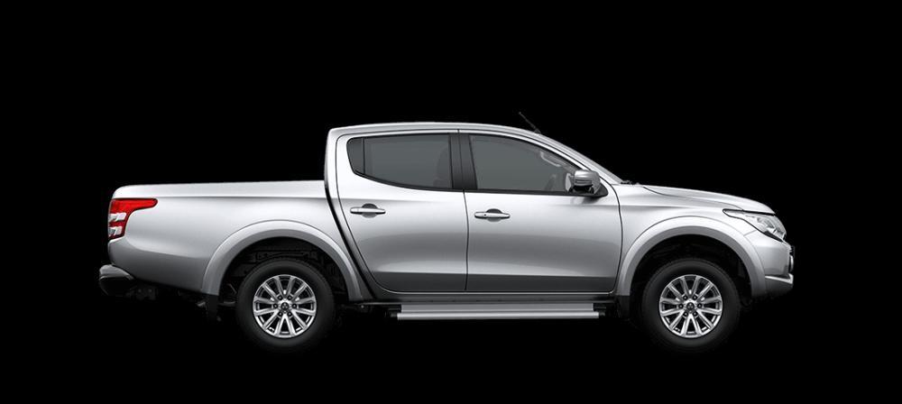 Mẫu Mitsubishi Triton màu bạc
