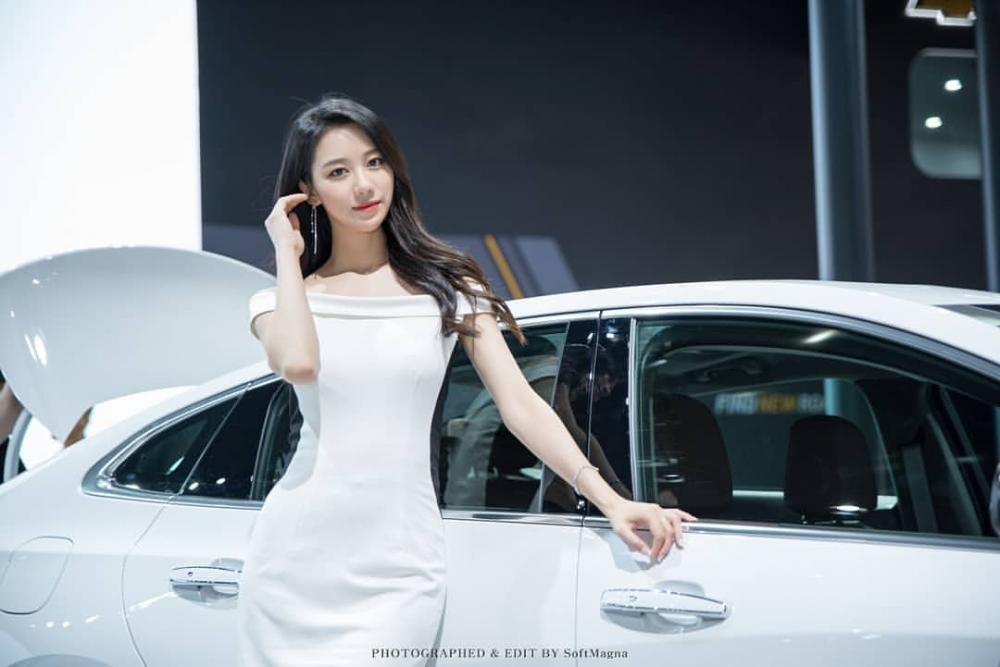 Ngất ngây với người mẫu Hàn Quốc đẹp như tiên tại triển lãm ô tô Busan 2018