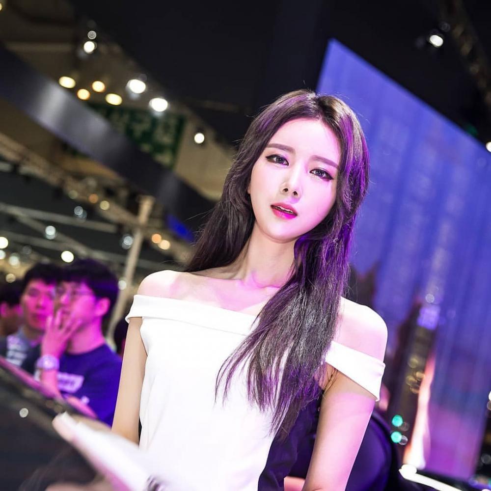 Ngất ngây với người mẫu Hàn Quốc đẹp như tiên tại triển lãm ô tô Busan 2018 - 7