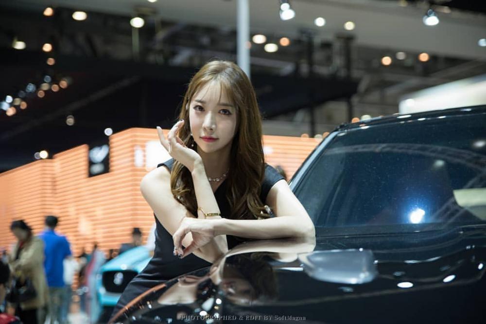 Ngất ngây với người mẫu Hàn Quốc đẹp như tiên tại triển lãm ô tô Busan 2018 - 2
