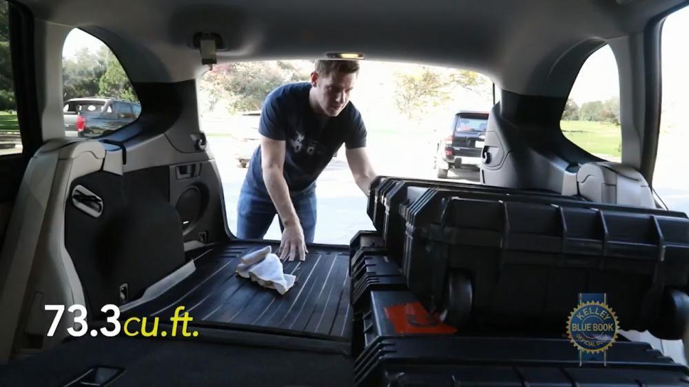 Chỗ để hành lý cực rộng là một điểm mạnh rõ ràng của Subaru Outback