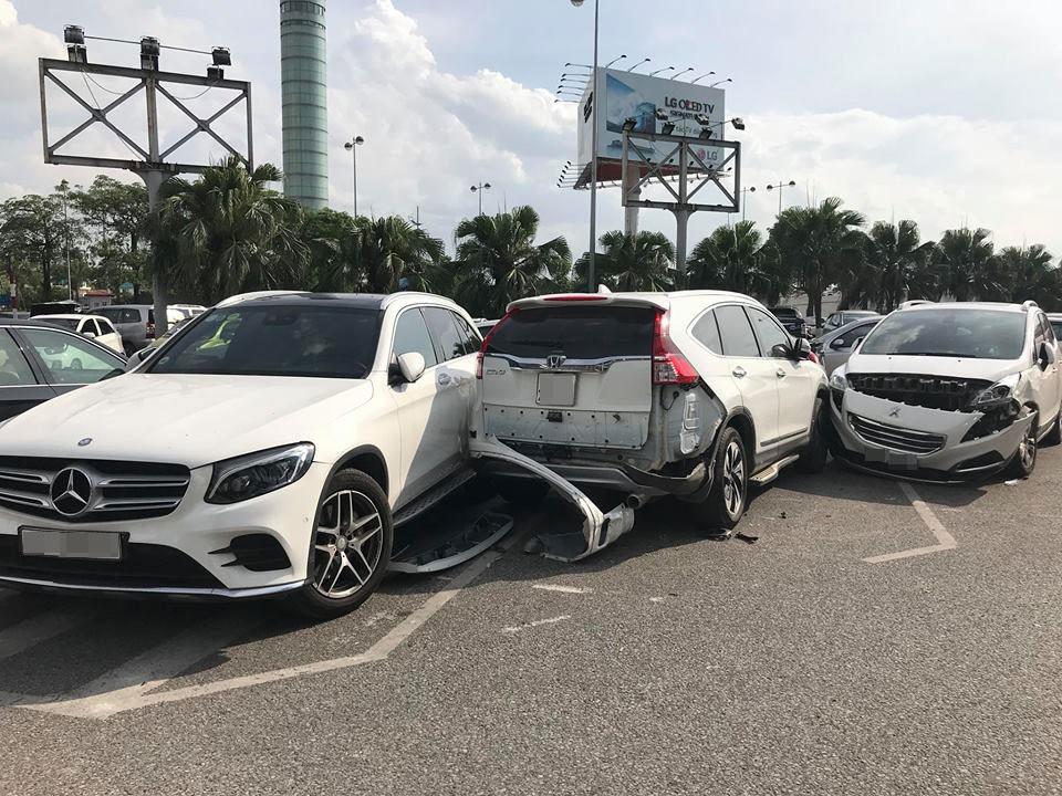 Vụ tai nạn còn liên quan đến một chiếc Peugeot