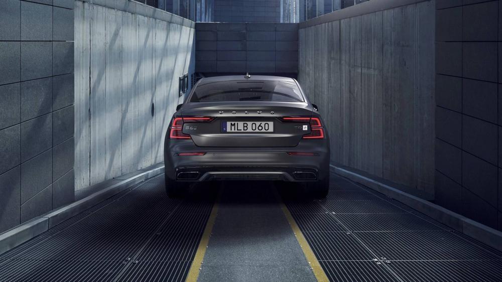 Bộ khuếch tán góc cạnh hơn của Volvo S60 2019
