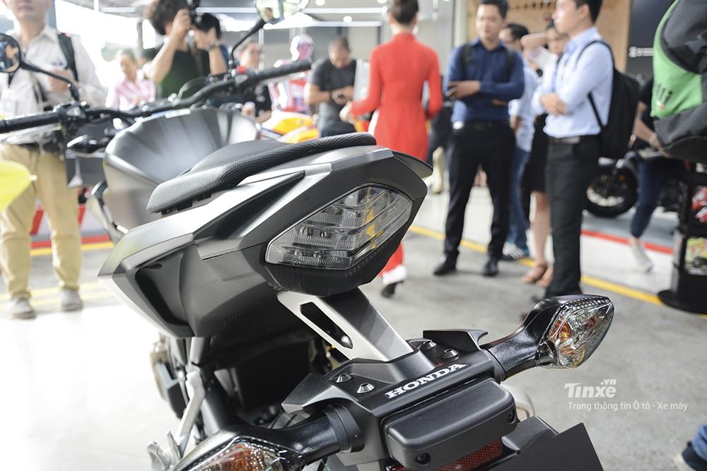 Thiết kế đèn hậu Honda CB500F