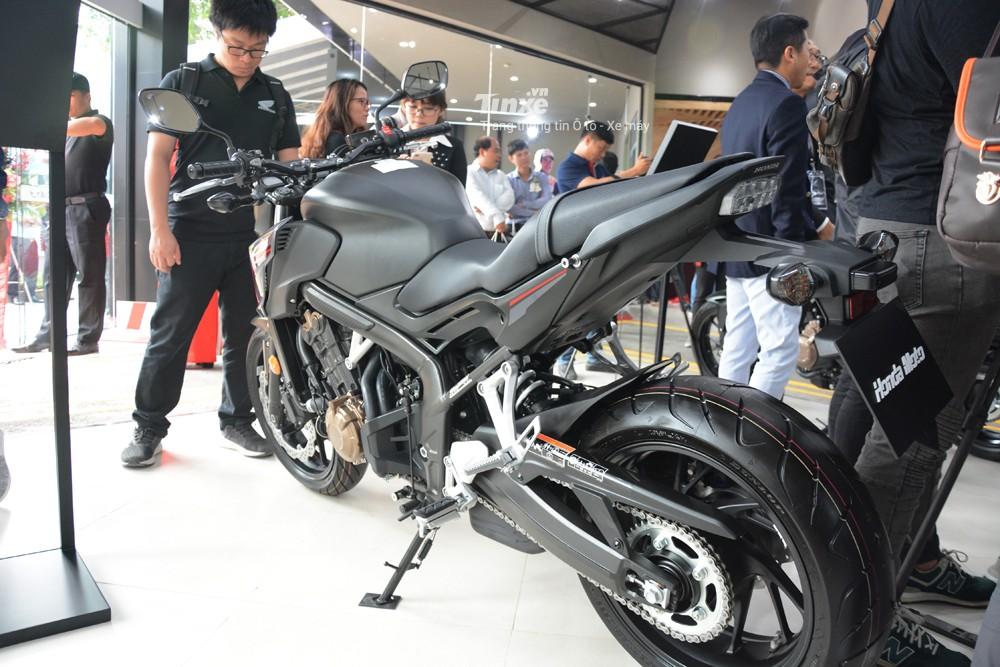 Thiết kế đuôi xe Honda CB650F