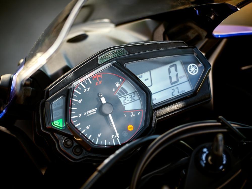 Trang bị đồng hồ trên Yamaha MT-03