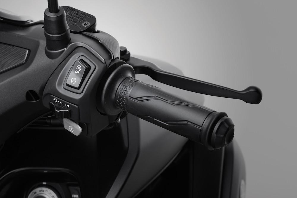 Công tắc tính năng ngắt động cơ tạm thời trên Yamaha NVX