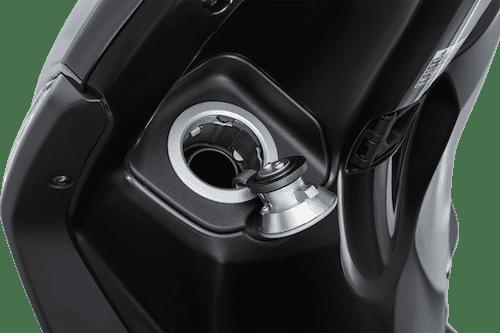 Vị trí nắp bình xăng của Yamaha Grande