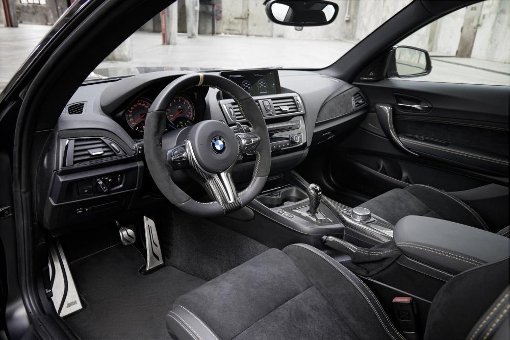 Nội thất vị trí ngồi lái của BMW M Performance Parts
