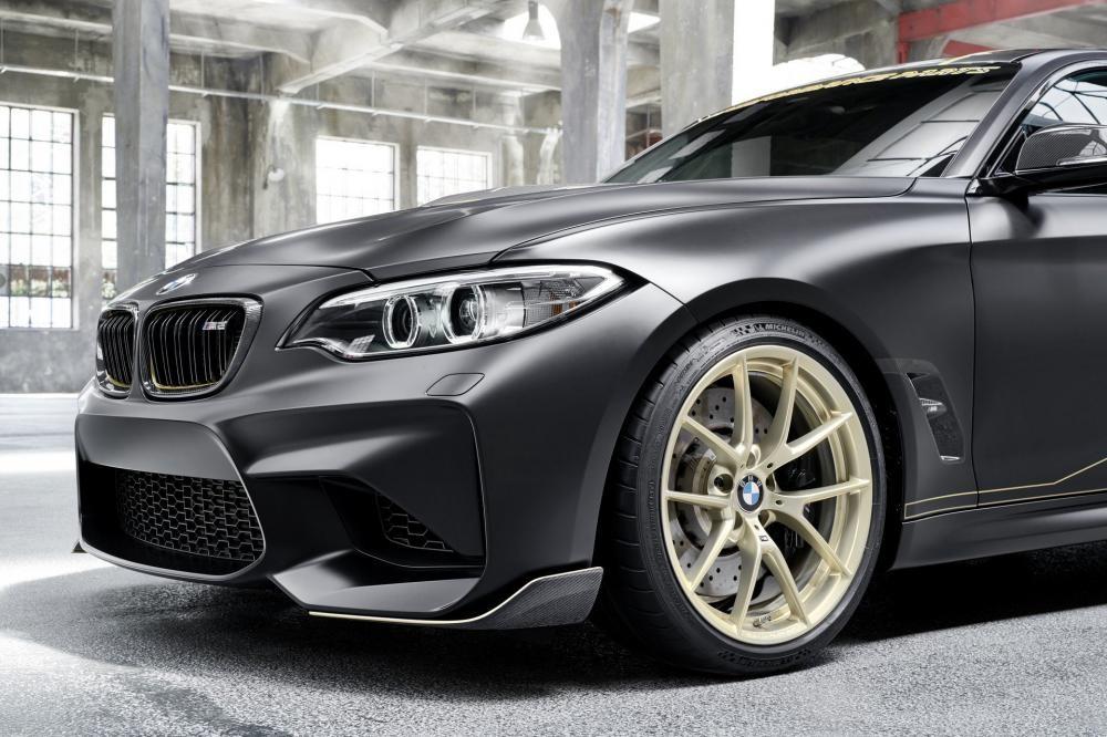 Nó được dựa trên BMW M2 với nhiều phụ tùng nâng cấp từ MPerformance Parts