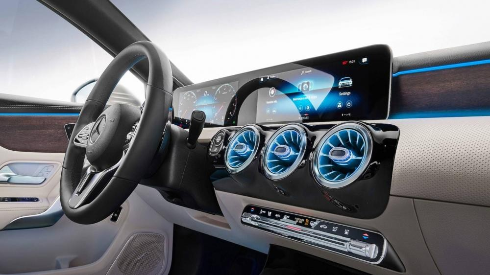 2 màn hình nối liền nhau của Mercedes-Benz A-Class Sedan 2019